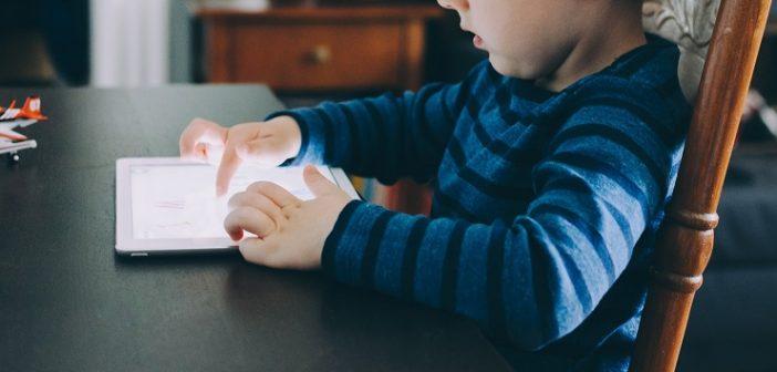 Παιδιά και οθόνες: Οι επιπτώσεις στη λειτουργία του εγκεφάλου